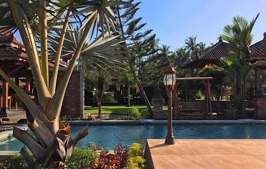 borobudur hotel pool